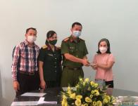 Công an phường Trần Phú, thành phố Bắc Giang  trả lại tài sản cho người bị mất